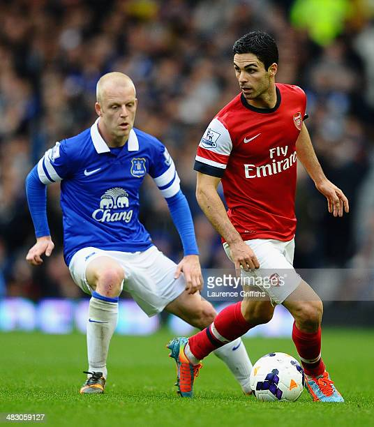 Steven Naismith of Everton competes with Mikel Arteta of Arsenal during the Barclays Premier League match between Everton and Arsenal at Goodison...