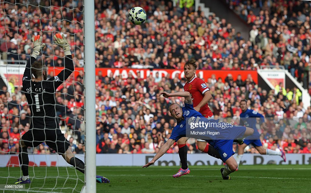 Steven Naismith of Everton scores his team's first goal during the Barclays Premier League match between Manchester United and Everton at Old Trafford on October 5, 2014 in Manchester, England.