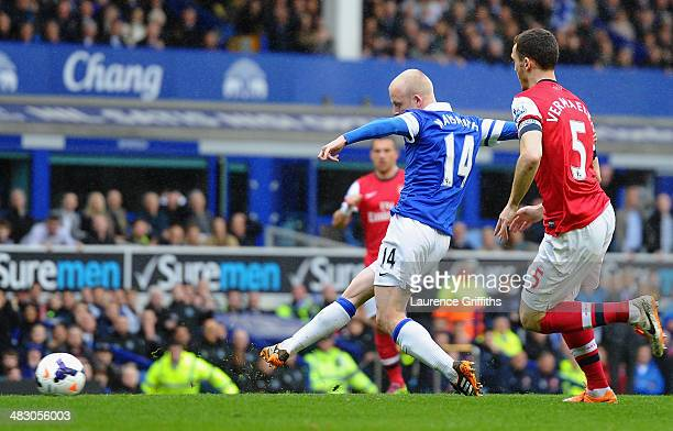 Steven Naismith of Everton scores the first goal during the Barclays Premier League match between Everton and Arsenal at Goodison Park on April 6,...