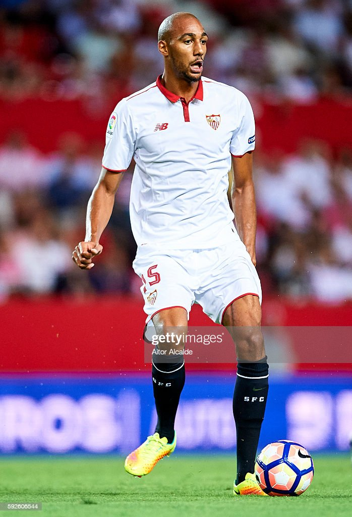 Steven N'Zonzi of Sevilla FC in action during the match between Sevilla FC vs RCD Espanyol as part of La Liga at Estadio Ramon Sanchez Pizjuan on August 20, 2016 in Seville, Spain.