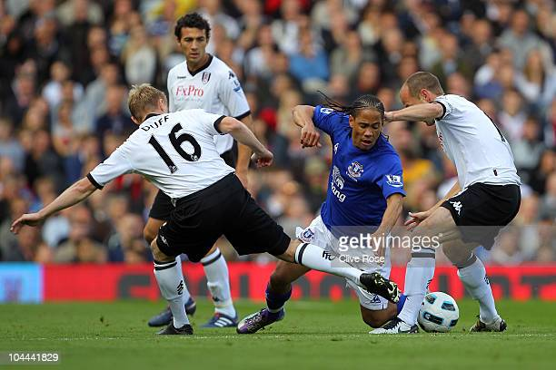 Steven Pienaar of Everton is challenged by Damien Duff and Danny Murphy of Fulham during the Barclays Premier League match between Fulham and Everton...