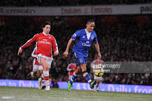 Steven Pienaar of Everton scores their second goal during the Barclays Premier League match between Arsenal and Everton at Emirates Stadium on...