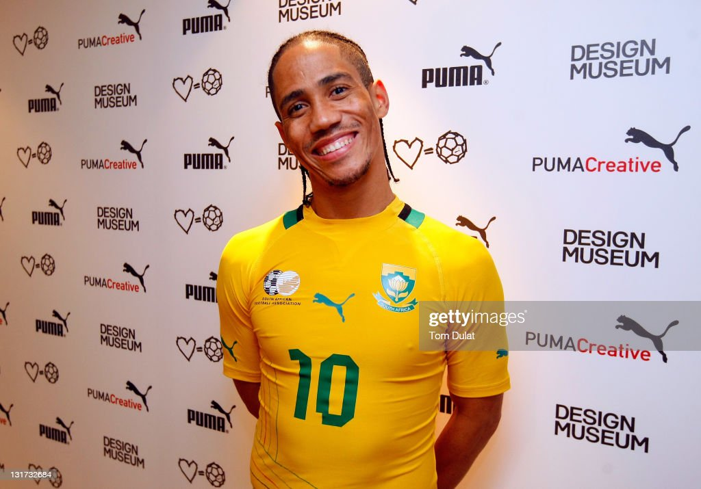 Steven Pienaar of South Africa talks to the media during the Puma ... d1ee017b2