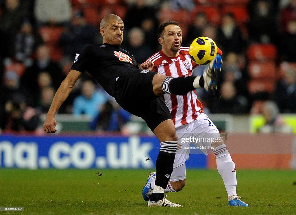Steven Reid of West Bromwich Albion competes with Matthew Etherington of Stoke City during the Barclays Premier League match between Stoke City and West Bromwich Albion at The Britannia Stadium on February 28, 2011 in Stoke on Trent, England.