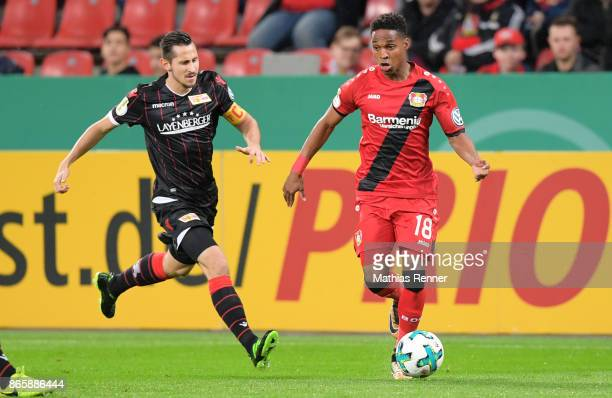 Steven Skrzybski of 1 FC Union Berlin and Wendell of Bayer 04 Leverkusen during the game between Bayer 04 Leverkusen and Union Berlin on october 24...