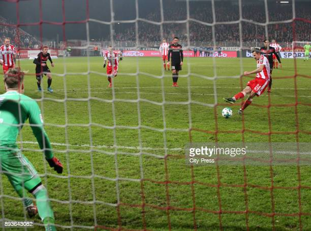 Steven Skrzybski of 1 FC Union Berlin scores the 10 during the game between Union Berlin and dem FC Ingolstadt 04 on december 15 2017 in Berlin...