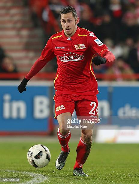 Steven Skrzybski of Berlin runs with the ball during the Second Bundesliga match between 1 FC Union Berlin and SpVgg Greuther Fuerth at Stadion An...