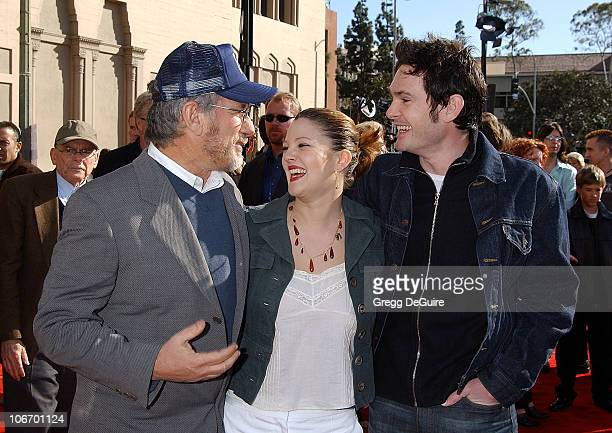 Steven Spielberg Drew Barrymore Henry Thomas during 20th Anniversary Premiere of Steven Spielberg's 'ET The ExtraTerrestrial' Red Carpet at Shrine...