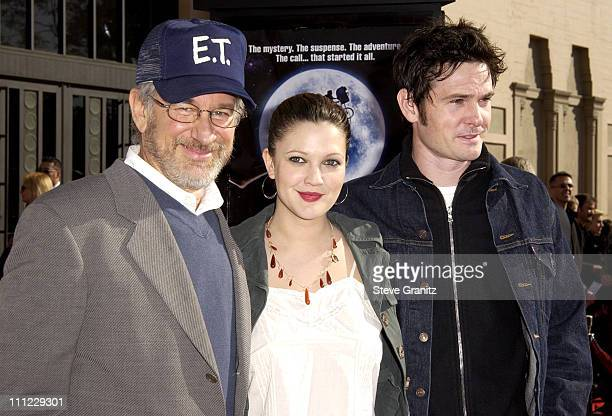 Steven Spielberg Drew Barrymore Henry Thomas during 20th Anniversary Premiere of Steven Spielberg's ET The ExtraTerrestrial Arrivals at The Shrine...