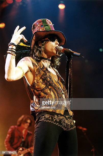 Steven Tyler * Sänger USALeadsänger der Rockgruppe Aerosmith bei einem Auftritt in Köln