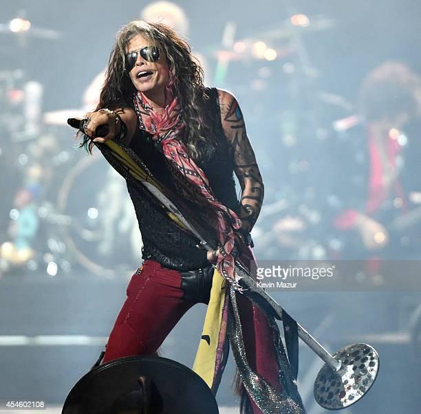 Steven Tyler of Aerosmith performs at Prudential Center on September 3, 2014 in Newark, New Jersey.