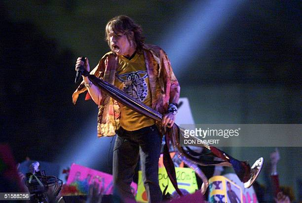 Steven Tyler of the rock group Aerosmith performs during the halftime show at Super Bowl XXXV 28 January 2001 at Raymond James Stadium in Tampa...