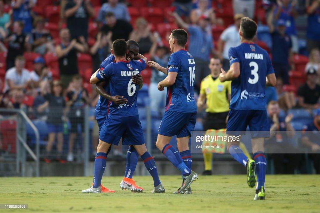 A-League Rd 14 - Newcastle v Sydney : News Photo