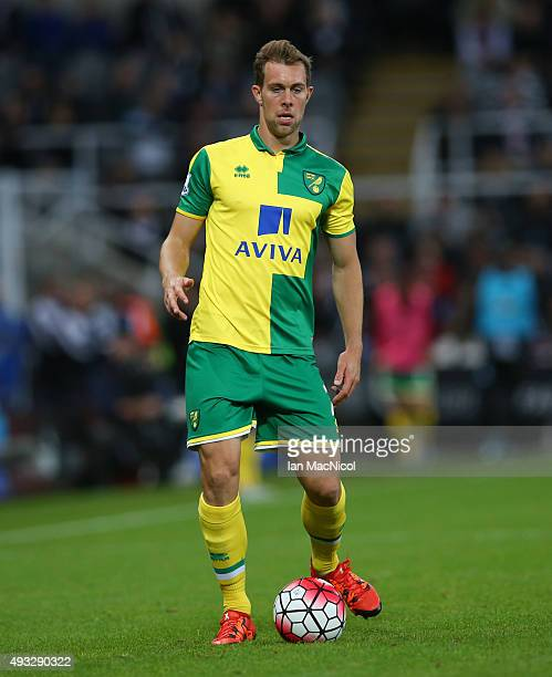 Steven Whittaker of Norwich City controls the ball during the Barclays Premier League match between Newcastle United and Norwich City at St James...
