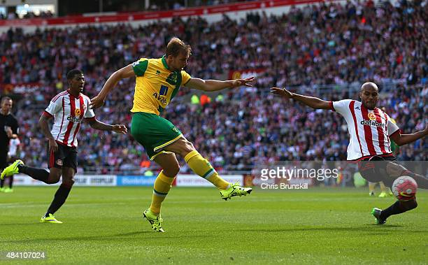Steven Whittaker of Norwich City scores his team's second goal during the Barclays Premier League match between Sunderland and Norwich City at the...
