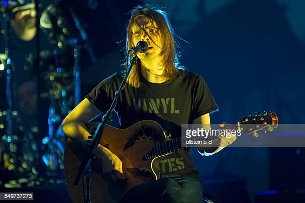 Steven Wilson Steven John Wilson der britische Musiker Produzent Toningenieur Gitarrist und Keyboarder sowie Gruender und Saenger der...