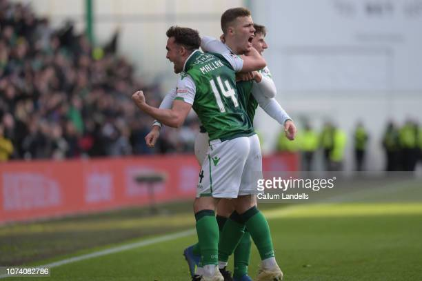 Stevie Mallan of hibernian FC and Emerson Hyndman of Hibernian FC celebrate with goal scorer Florian Kamberi of Hibernian FC during the Ladbrokes...
