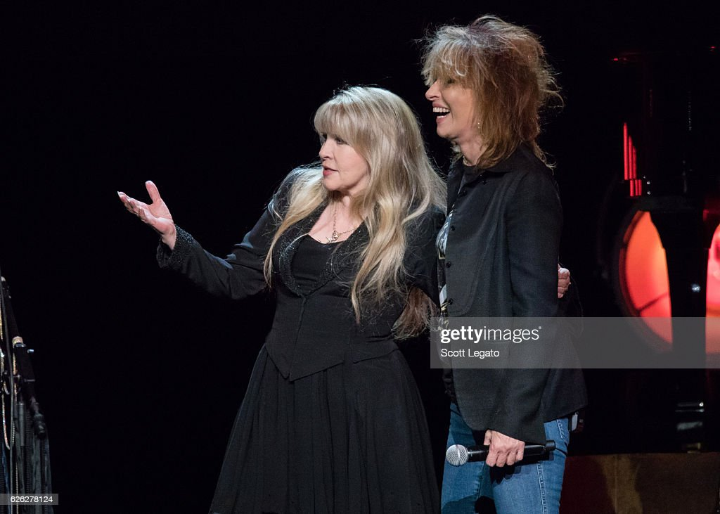 Stevie Nicks With The Pretenders In Concert - Auburn Hills, Michigan : News Photo