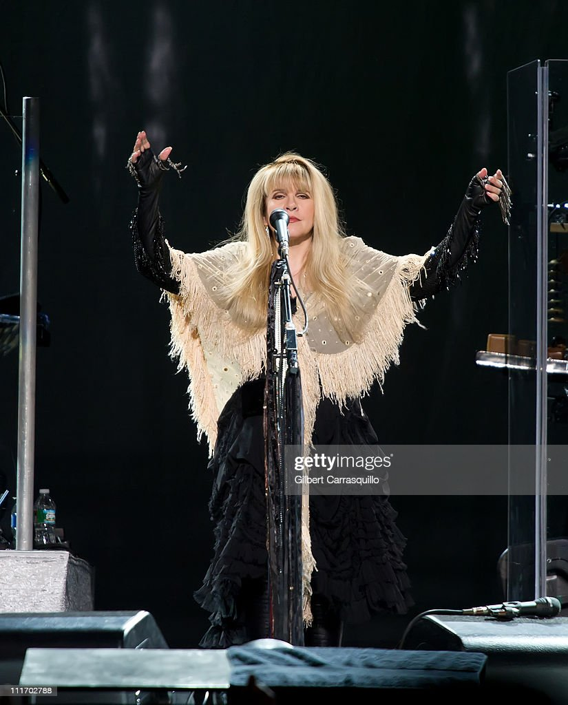 Rod Stewart And Stevie Nicks In Concert - April 5, 2011 : News Photo