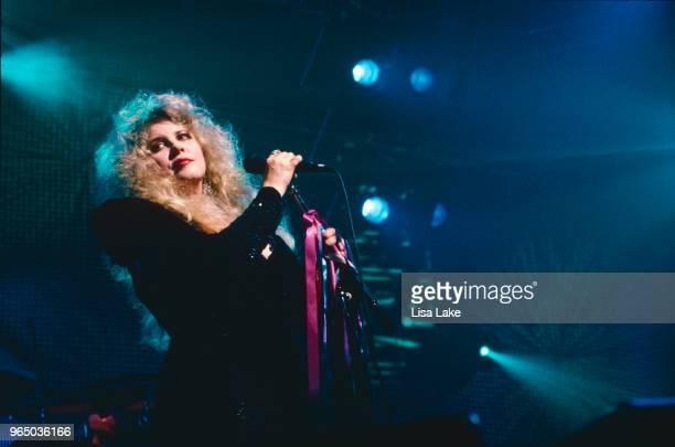 Stevie Nicks performs on November 06, 1990 in Bethlehem, Pennsylvania.