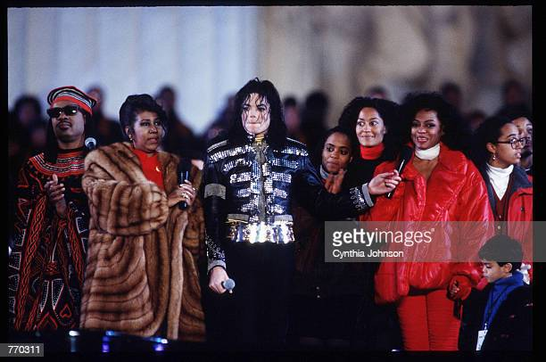 Stevie Wonder Aretha Franklin Michael Jackson and Diana Ross stand with a crowd in front of the Lincoln Memorial January 17 1993 in Washington DC...