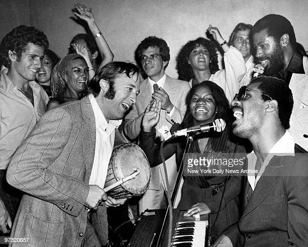 Stevie Wonder jams with Steven Stills Stephanie Mills and Teddy Pendergrass for his New York secretary Mary Ann Cummings and 300 guests on her...