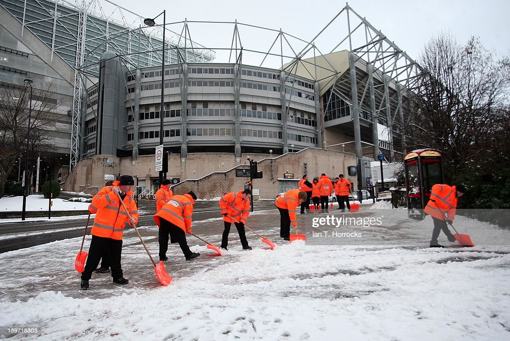 Stewards clear snow from the the pitch and surrounding area ahead of the Barclays Premier League match between Newcastle United and Reading at St James' Park on January 19, 2013 in Newcastle upon Tyne, England.