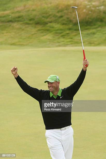 Stewart Cink of USA celebrates defeating Tom Watson of USA in a play off on the 18th green following the final round of the 138th Open Championship...