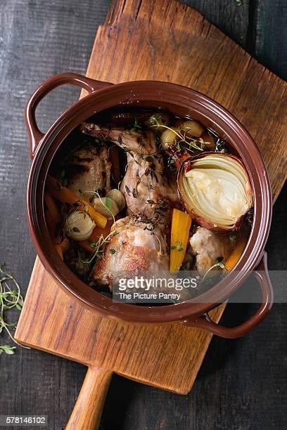 stewed rabbit with vegetables - ウサギ肉 ストックフォトと画像