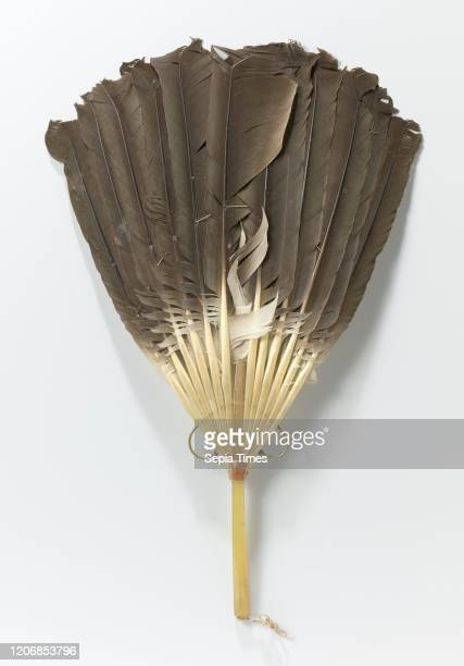Stick fan with a twelve goose feather blade and a horn handle Stick fan with a twelve goose feather blade and a horn handle Feathers held together by...