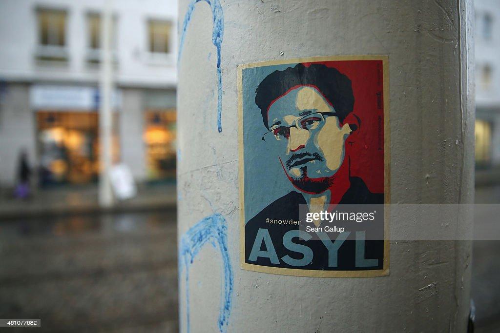 Edward Snowden Sticker : News Photo