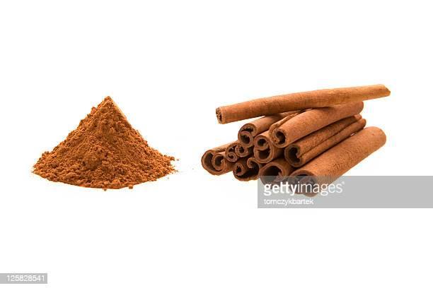 Der cinnamon Sticks und powder