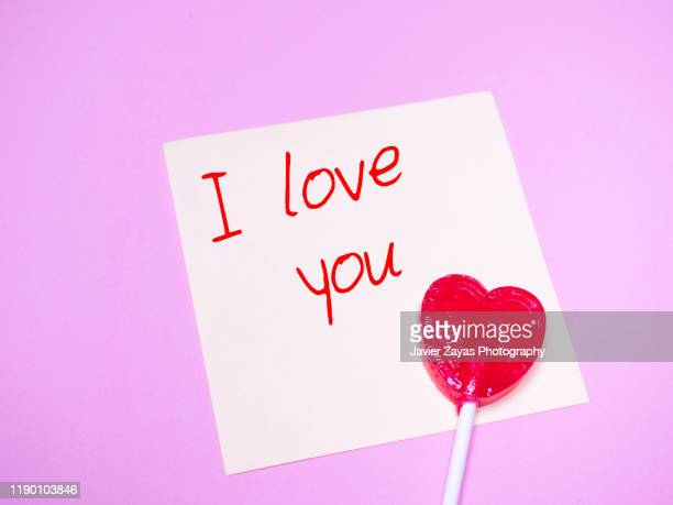 """sticky note with the words """"i love you"""" and a heart lollipop - i love you photos et images de collection"""