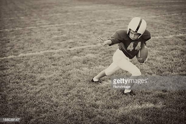 rígida de brazo - rush fútbol americano fotografías e imágenes de stock