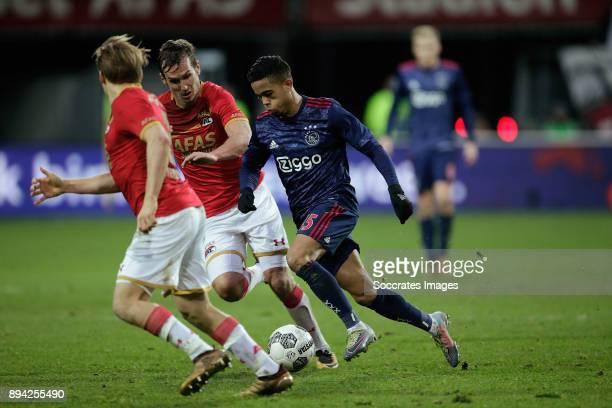 Stijn Wuytens of AZ Alkmaar Justin Kluivert of Ajax during the Dutch Eredivisie match between AZ Alkmaar v Ajax at the AFAS Stadium on December 17...