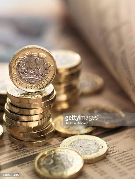 still life of british currency on financial newspaper, close-up - british pound note stockfoto's en -beelden