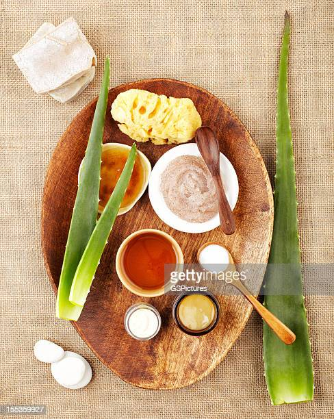Stillleben mit aloe vera, sugar scrub, honey