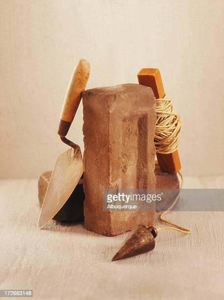 Stilleben-Ziegelsteine und Kelle-Handwerk und Garten
