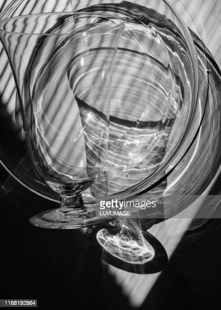 stilleven met glas. - stilleven photos et images de collection