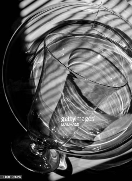 stilleven met glasobject. - stilleven photos et images de collection