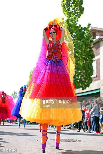Säbelschnäbler Tänzer bei May Day Parade in Richtung Genk Belgien