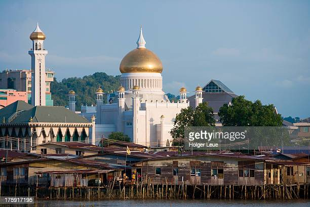 Stilt houses and Omar Ali Saifuddien Mosque