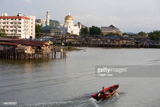 stilt houses on brunei river, bandar seri begawan, brunei darussalam. - bandar seri begawan stock pictures, royalty-free photos & images