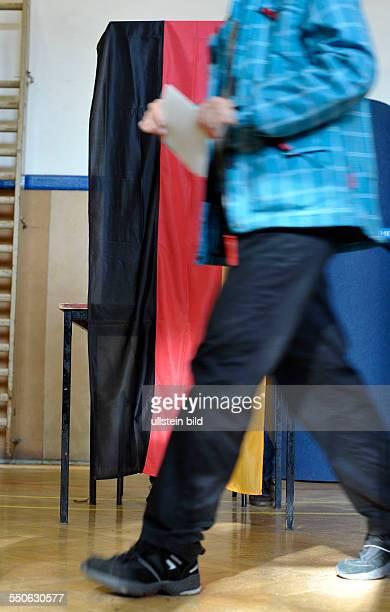 Stimmabgabe in einem Wahllokal in BerlinPrenzlauer Berg