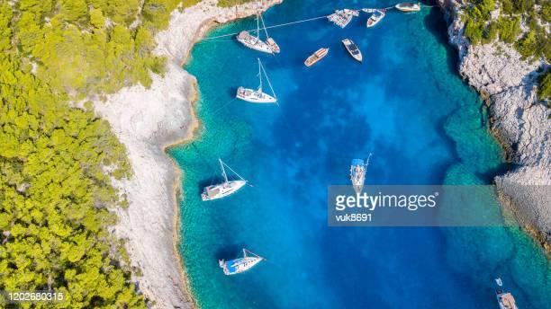 playa de stiniva - croacia fotografías e imágenes de stock