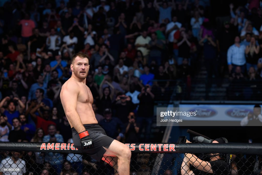 UFC 211: Miocic v Dos Santos 2 : News Photo