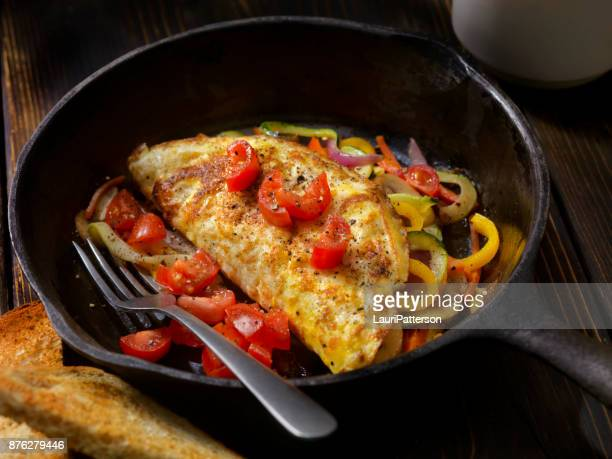 stir fried veggie omelet with fresh tomato's - yellow bell pepper stock pictures, royalty-free photos & images