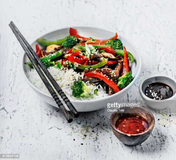 Stir-fried beef with vegetables and rice