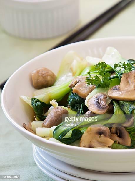 炒め、中国の白梗菜、マッシュルーム