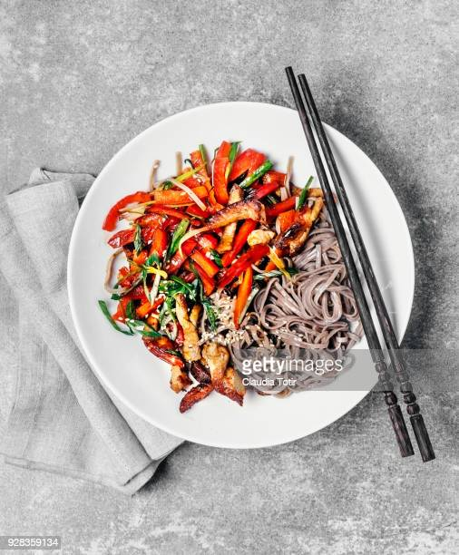 stir-fried udon noodles with pork and vegetables - chinese food stock pictures, royalty-free photos & images